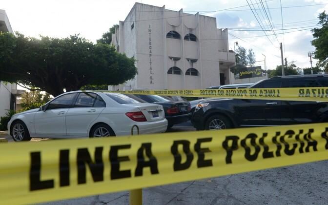 El Salvadori politsei poolt ümber piiratud Mossack Fonseca esindus