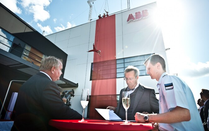 ABB opened its technology park in Jüri in 2013. Chairman of the Supervisory Board of ABB AS Tauno Heinola, then-President Toomas Hendrik Ilves, and ABB Baltic CEO Bo Henriksson.