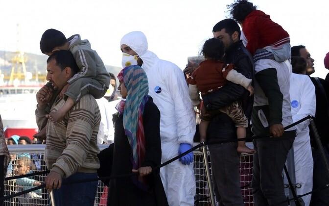 Прибытие мигрантов и беженцев в порт Сицилию 15.04.2016.