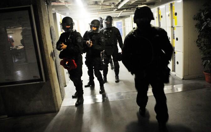 Prantsuse politsei eriüksuslased õppusel.