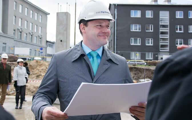 Arto Aas nn superministeeriumi ehitusplatsil.