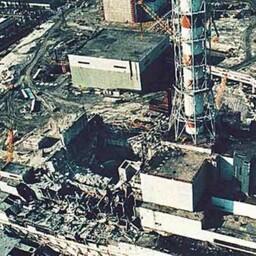 Реактор Чернобыльской АЭС после взрыва.