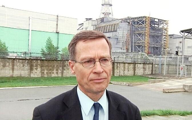Heikki Reponen Tšornobõli tuumajaama juures, arhiivifoto.