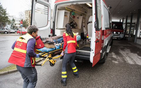 EMS workers unloading a patient from an ambulance during a crisis exercise in Tallinn.