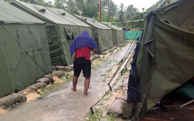 Varjupaigataotleja Manuse saare kinnipidamislaagris.