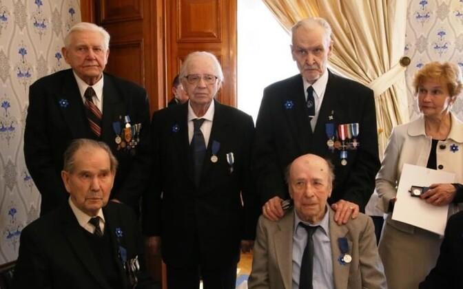 From top left, standing: Eiland Vilepill, Valdeko Raig, Hans Hiiet, Ilmar Kiiss's daughter (who accepted her father's medal on his behalf); sitting: Lembit Kaselaan, Boris Ugandu. April 27, 2016.