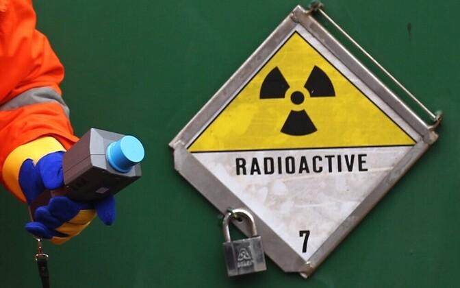Главным источником радона в Эстонии является почва – особенно на севере Эстонии, где над богатым ураном диктионемовым аргиллитом залегает пористый и имеющий трещины известняк, а возникающий при распаде урана радон может свободно подниматься на поверхность