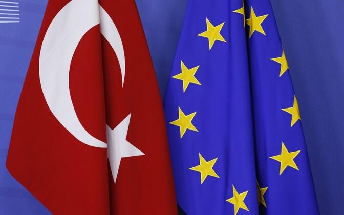 Türgi ja Euroopa Liidu lipud.