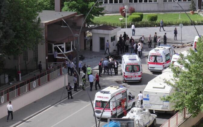 Politsei peakorteri esine pärast plahvatust.