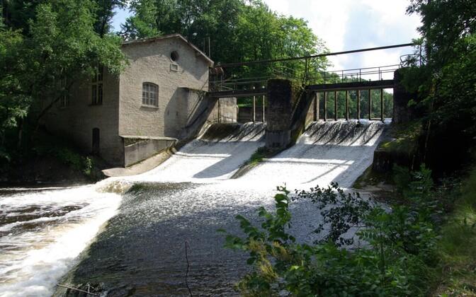 Kunda tsemendivabriku hüdroelektrijaama hoone ja tamm