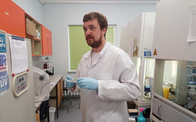 Tartu ülikooli biomeditsiinitehnoloogia doktorant Mart Toots uuris papilloomiviiruse kasvajaid tekitavaid tüüpe.