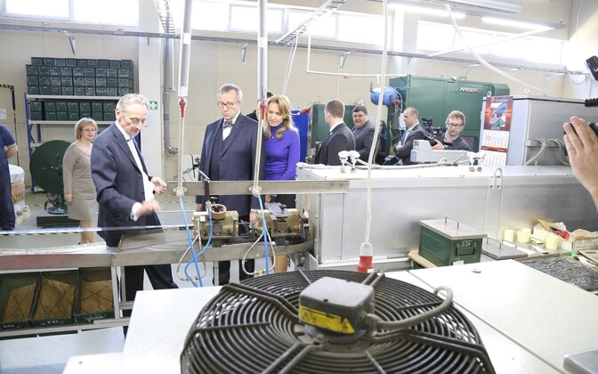 President and First Lady Ilves visit Narva firm Micro-Fix, which grew from six employees in 1993 to over 300 today, producing titanium medical equipment sold on multiple foreign markets.