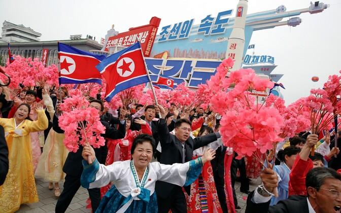 Põhja-Korea partekongressi lõpetanud paraad.
