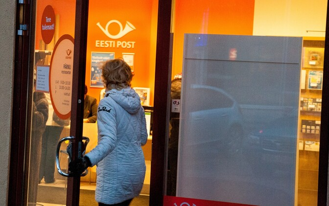 According to the chairman of Omniva, the parent company of Estonia's postal service, mailing of letters has decreased four times over the past decade, while the number of packages sent has doubled in just four years alone.