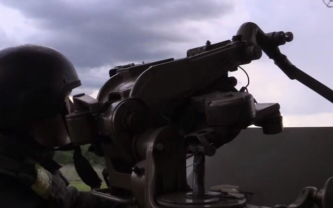 Ukraina sõdur taevast jälgimas.