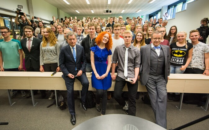 Finnish President Sauli Niinistö and Estonian President Toomas Hendrik Ilves visited Viljandi High School, where they spent one lesson answering questions that had been submitted by the students. May 18, 2016.