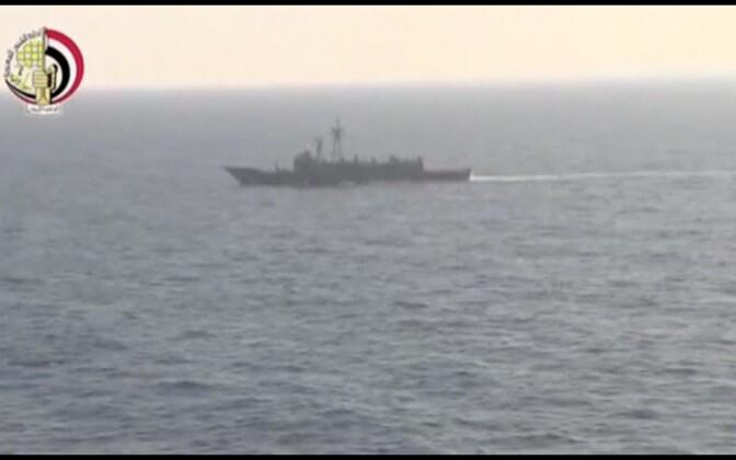 Egiptuse armee laev Vahemerel lennukirususid otsimas