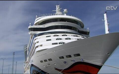 На судне AIDAmar в воскресенье прибыло 2200 туристов.