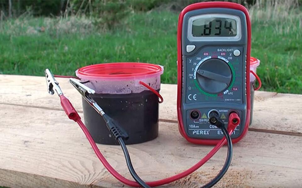 Käepäraste vahenditega valmistatud patarei töötab kütust lisamata kuni aasta järjest.