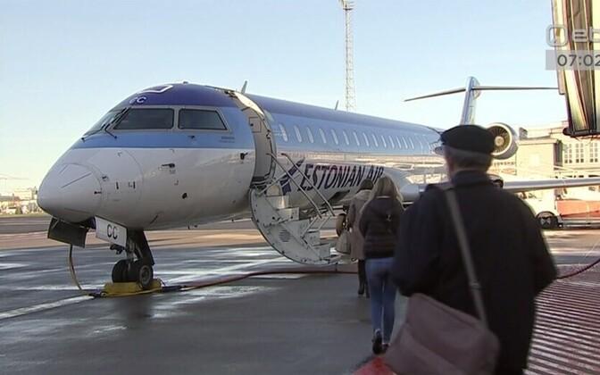Estonian Airi värvides lennuk Tallinna lennujaamas.