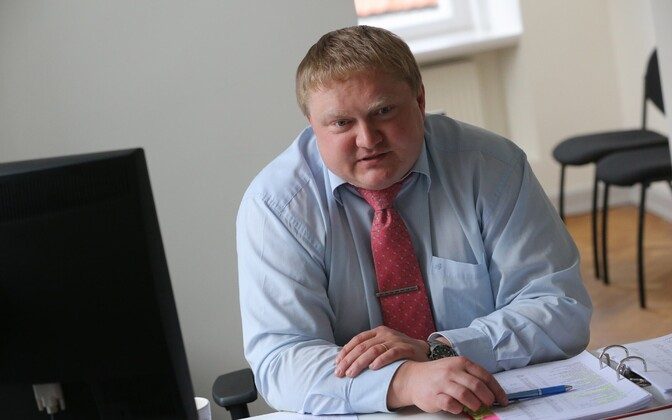 Tartu Deputy Mayor Kajar Lember (SDE) has left office following his detainment on Tuesday for suspected bribery and fraud.