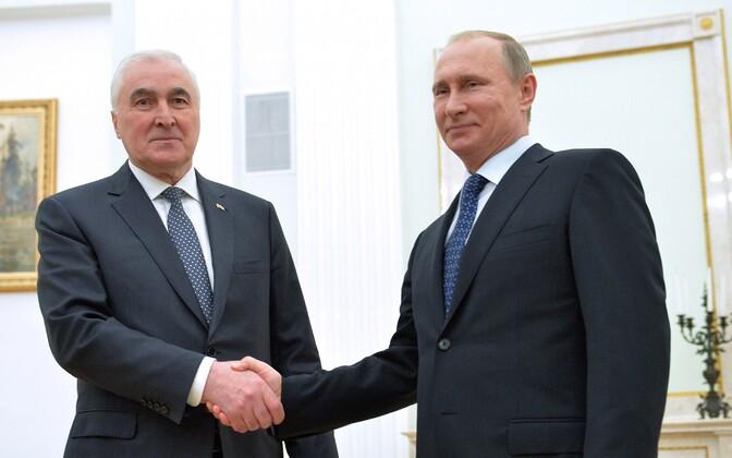 Leonid Tibilov ja Vladimir Putin.