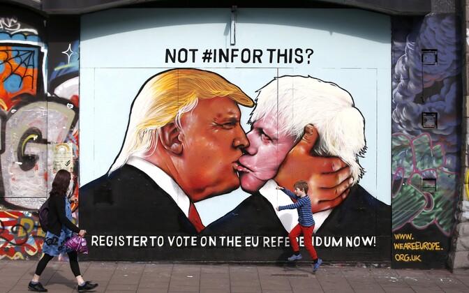 Donald Trumpi ja Boris Johnsoni suudlust kujutav seinamaaling Bristolis.