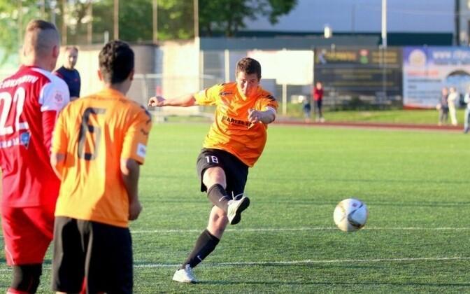 Narva United после четырех побед подряд возглавил турнирную таблицу первенства Эстонии по футболу во второй лиге.