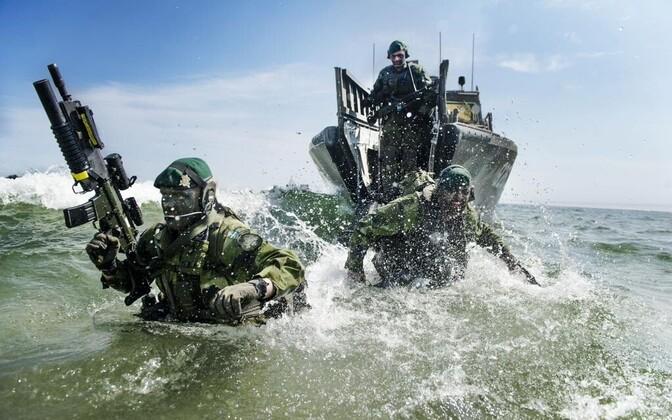 Rootsi sõdurid õppusel.