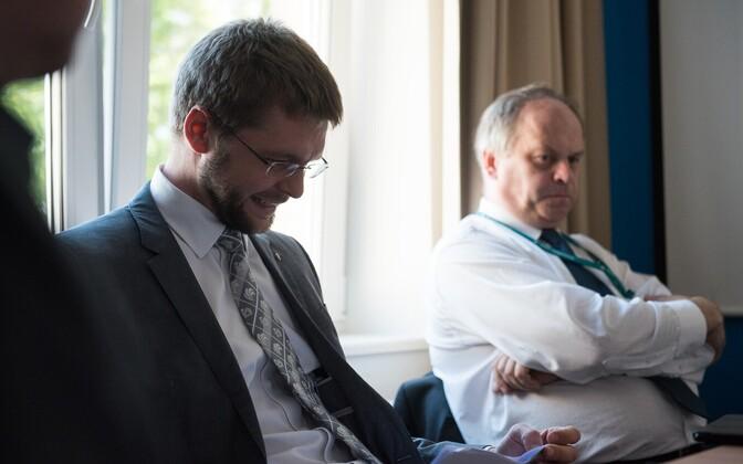 Töö- ja tervishoiuminister Jevgeni Ossinovski ja haigekassa juhatuse esimees Tanel Ross.