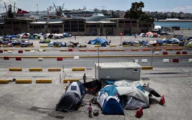 Migrandid Kreekas Piraeuse sadamas.