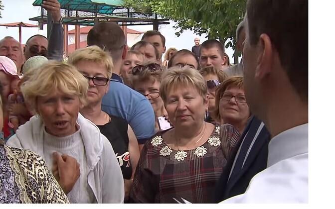 Peaminister Dmitri Medvedev kohtumas Feodossija pensionäridega.