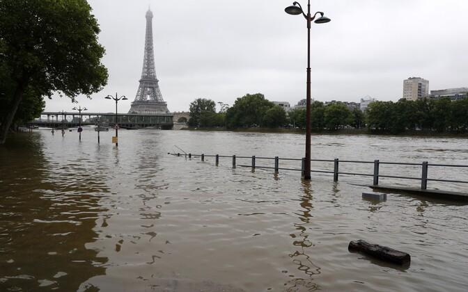 Seine tõusis Pariisis üle kallaste.