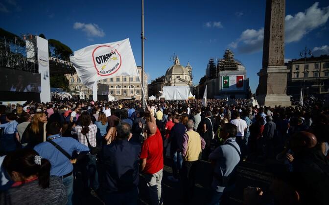 Viie Tähe liikumise pooldajad 3. juunil Roomas.