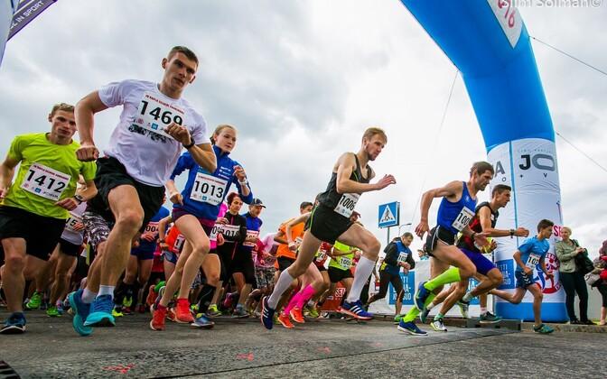 Rapla Suurjooksu viie kilomeetri pikkuse distantsi start