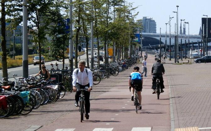9. Велосипедная дорожка в Амстердаме.