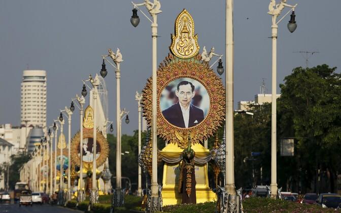 Tai kuningat kujutav foto Bangkoki tänaval.