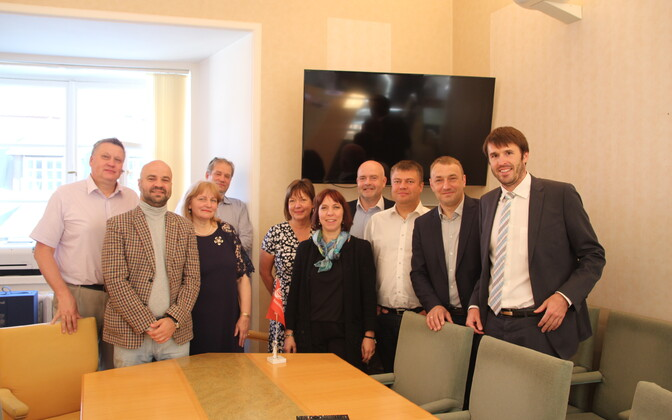 Keskerakonna presidendikandidaat Mailis Reps ja SDE fraktsioon.