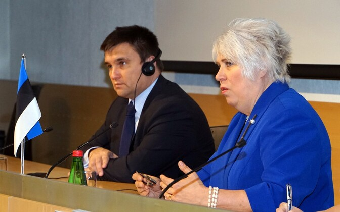 Ministers of Foreign Affairs Pavlo Klimkin (left) and Marina Kaljurand.