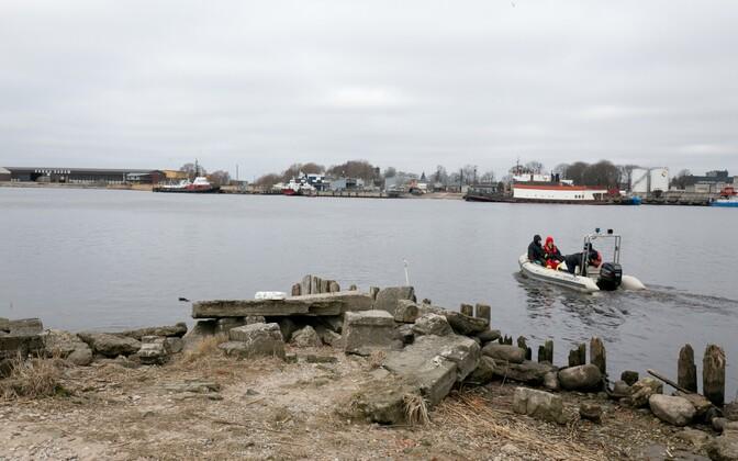Pärnu jõe siiavarusid turgutatakse kalakasvanduse toel.