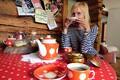 Mesi Tare owner Herling Jürimäe demonstrates local Old Believers' tea-drinking customs.