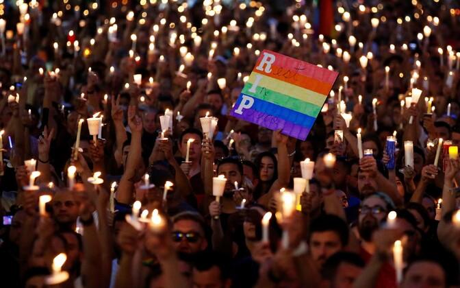 Mälestusüritus Orlando ööklubi Pulse juures.