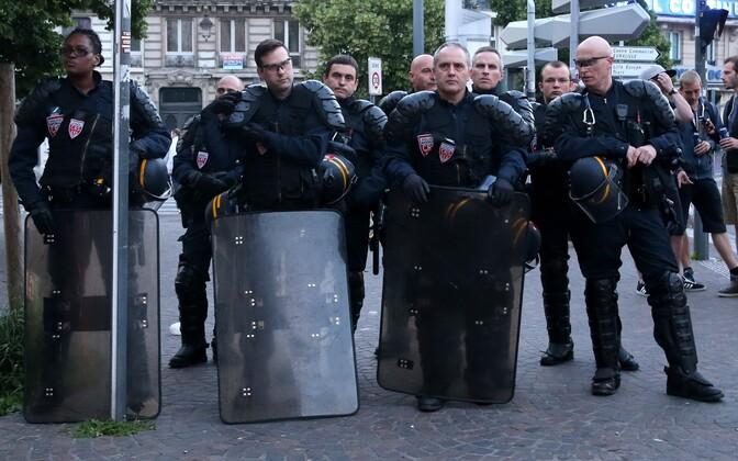 Politseinikud Lille'is.