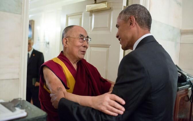 Barack Obama kohtus dalai-laamaga.