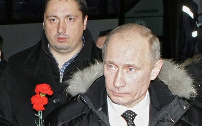 Fänniliider Aleksandr Šprõgin (vasakul) koos Vladimir Putiniga 2010. aastal.