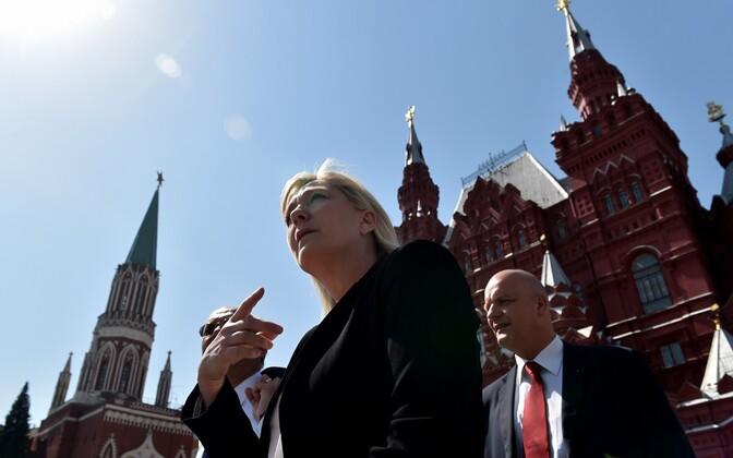 Prantsuse Rahvusrinde juht Marine Le Pen Moskvas Punasel väljakul.
