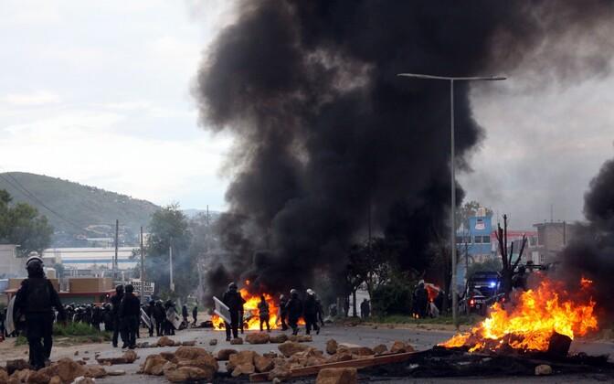 Mehhikos sai protestide käigus puhkenud kokkupõrgetes kuus inimest surma.