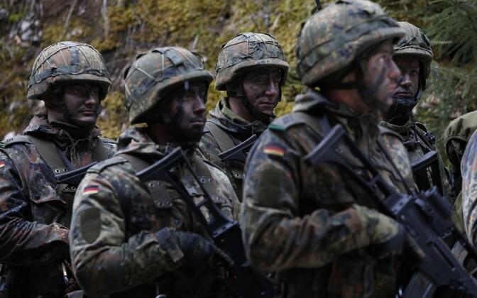 Saksa sõdurid õppusel.