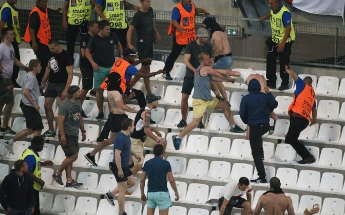 Vägivald Marseille' jalgpallistaadionil 11. juunil.