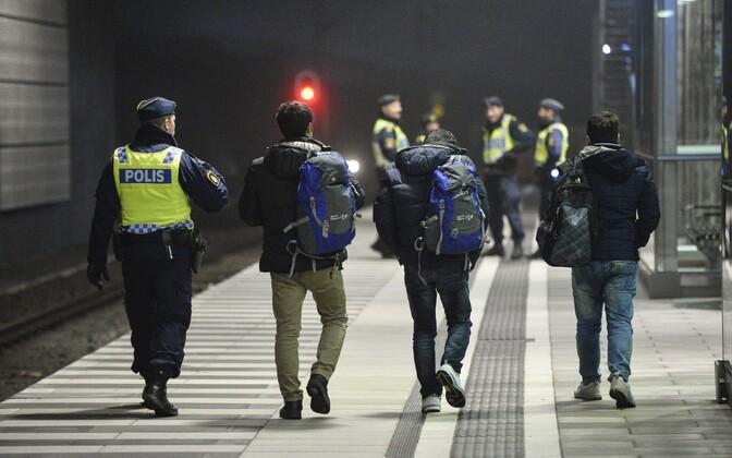 Migrandid Malmö raudteejaamas.